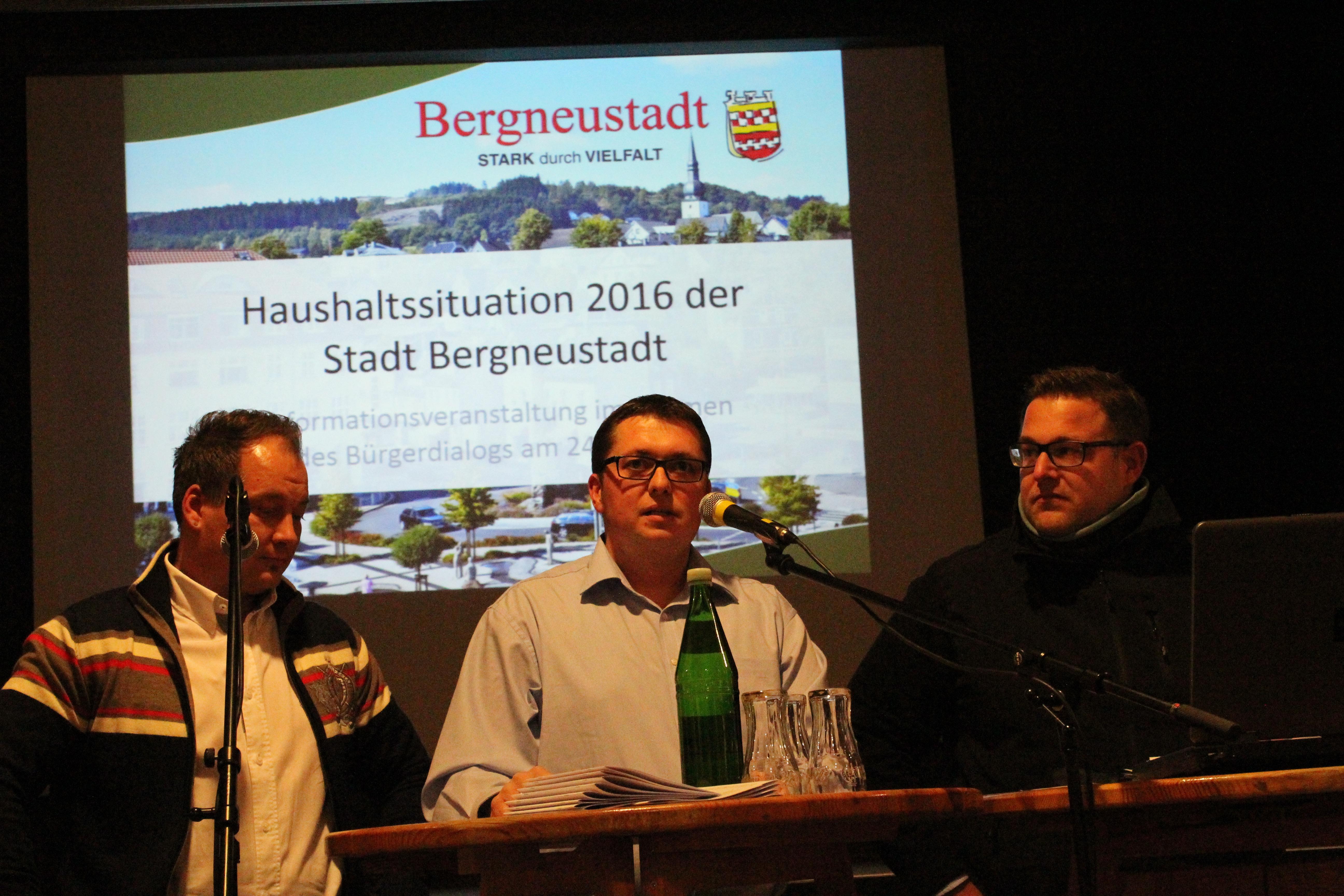 """Die Gesichter der Protestbewegung """"Wir sind Bergneustadt"""": Philipp Lange, Ulrich Saßmannshausen und Daniel Wolf."""