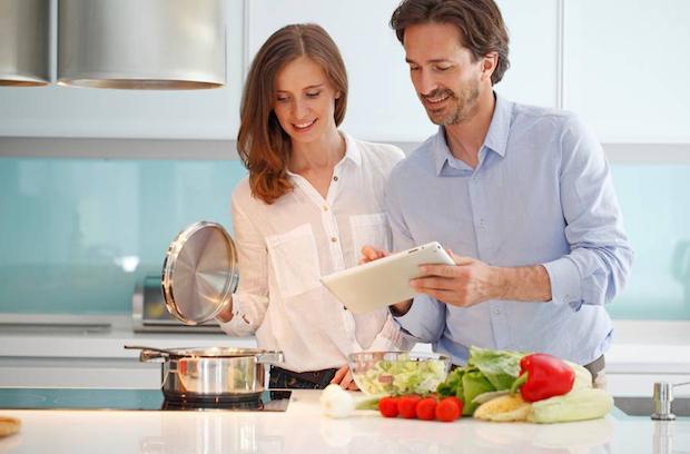 Wer bewusst kocht, lebt nicht nur gesünder, sondern kann auch noch Energie sparen. Foto: djd/E.ON