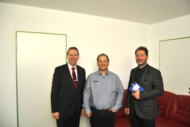 Landrat Jochen Hagt (links), Sven Oliver Rüsche (Mitte) und Philipp Ising (rechts)
