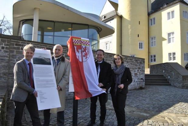 Enthuellung-Besucherleitsystem_Schloss-Homburg
