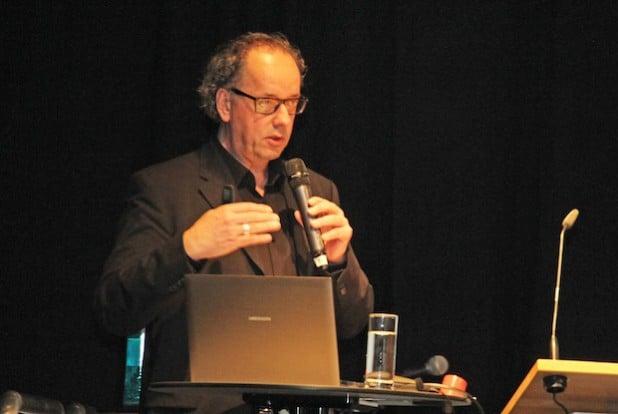 Univ. Prof. Dr. Rüdiger Kißgen von der Universität Siegen eröffnete die Fachtagung mit seinem Vortrag. (Foto: OBK)