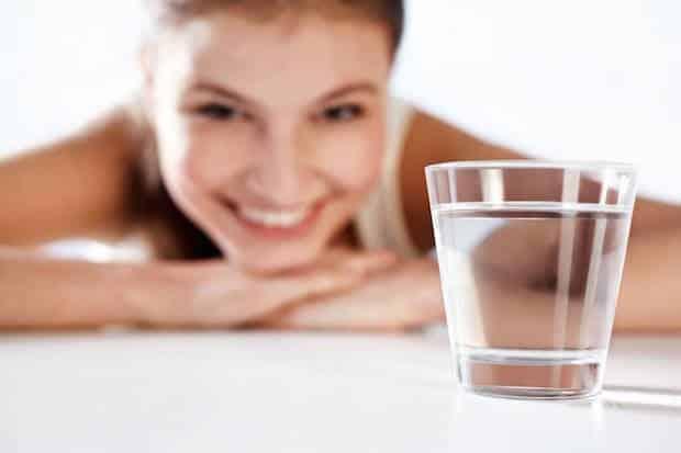 Bild von Mineralstoffreiches Wasser versorgt die Haut mit Nährstoffen und Feuchtigkeit