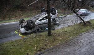 Engelskirchen:  Mit Pkw überschlagen – Fahrer leicht verletzt