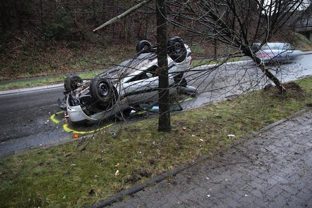 Photo of Engelskirchen:  Mit Pkw überschlagen – Fahrer leicht verletzt