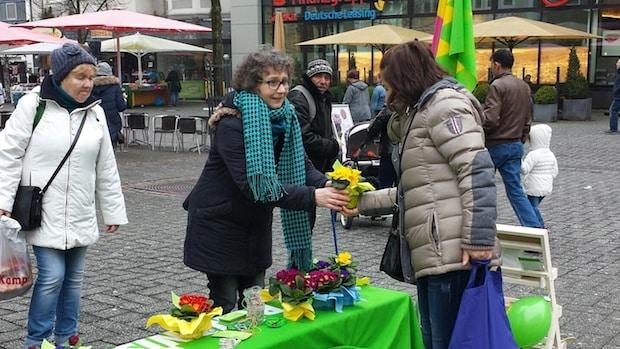 Photo of Gummersbach: Blumen zum Internationalen Frauentag