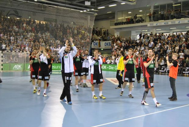 Photo of Fotos: DHB-Auswahl siegt in der SCHWALBE Arena in Gummersbach
