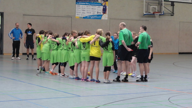 Begrüßung beim Spiel gegen Nümbrecht (Foto: Tobias Weiler)
