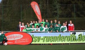 Bundesligaspielerinnen des 1. FC Köln trainieren die D-Juniorinnen des TSV Ründeroth
