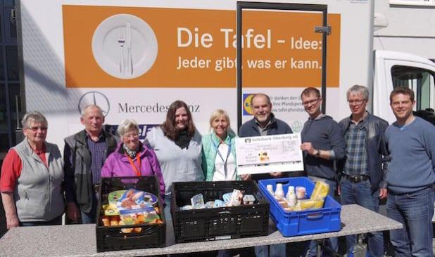 Die Bürgerhilfe Morsbach überreichte der Tafel Oberberg Süd kürzlich einen Spendenscheck über 1000 Euro. (Foto: C. Buchen)