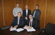 Schnelles Internet für Windhagen: Vertragsunterzeichnung gibt Startschuss für Breitbandausbau