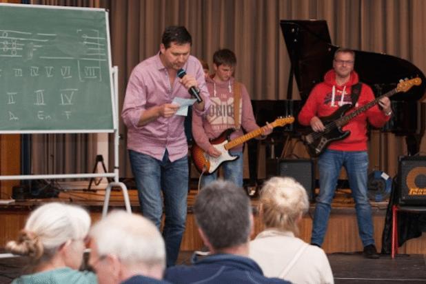 Stadtlied-Workshop beim Tag der offenen Tür der Musikschule Wipperfürth am 23.04.16 (Foto:  Alexia Lüers, Quelle: Hansestadt Wipperfürth - Musikschule)