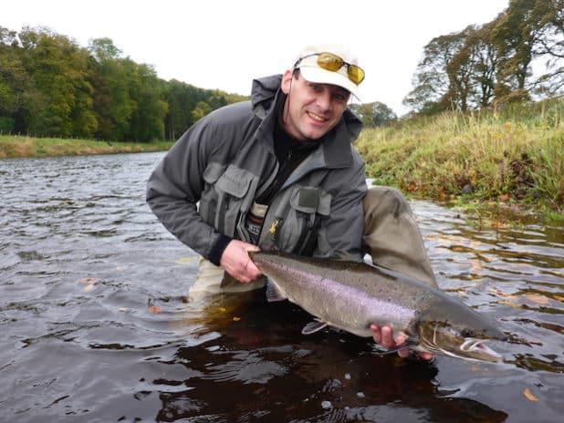 Jörg Schuft betreibt die Fliegenfischerei mit Erfolg, hier in Schottland. (Foto: Jörg Schuft)