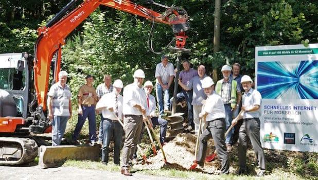 Symbolischer Spatenstich für den Glasfaserausbau in der Gemeinde Morsbach. (Foto: Peter Lenz)