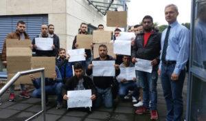 Lindlar: Flüchtlinge demonstrieren für ihre Erstregistrierung