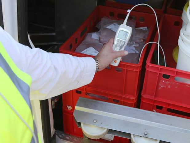 Bei der Lebensmittelüberwachung prüfen die Kontrolleure beispielsweise ob Waren ordnungsgemäß gekühlt werden. (Foto: OBK)