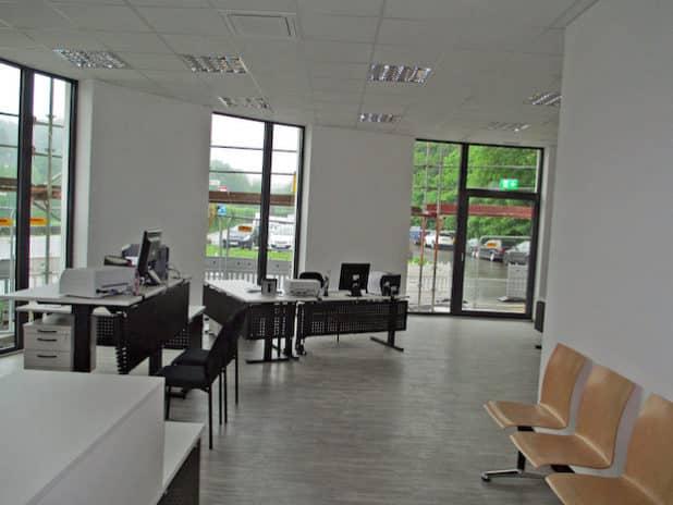 Die Nebenstelle des Straßenverkehrsamts in Hückeswagen liegt für Bürger bequem erreichbar im Erdgeschoss. (Foto: OBK)