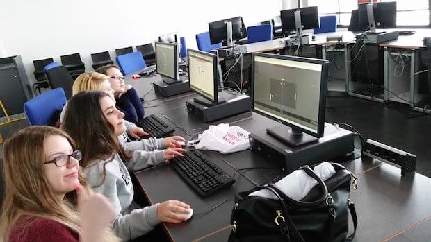 Photo of Gummersbach: Gesamtschülerinnen programmierten Computerspiele