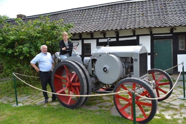 Petra Dittmar und Holger Friedrich mit dem Deutz MTZ 220 (Foto: Thomas Trappe, LVR)