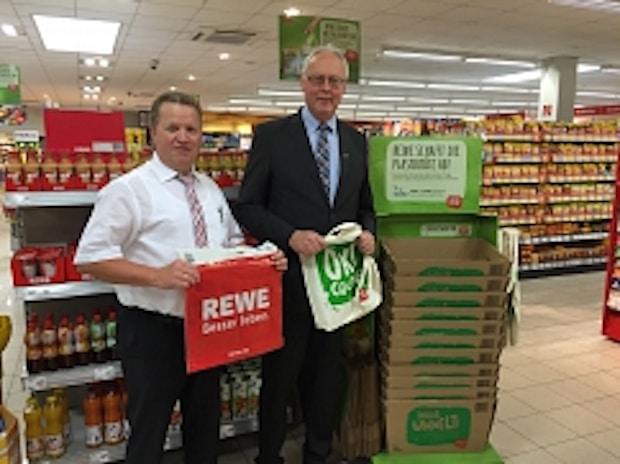 Photo of Engelskirchen: Verzicht auf Plastiktragetaschen – Letzte Plastiktüte lief im REWE-Markt vom Band