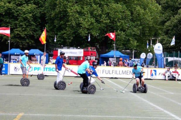 Ein Segway-Polo-Turnier in Köln im letzten Jahr, an dem auch  Steve Wozniak teilnahm(Quelle: PFLITSCH GmbH & Co. KG)