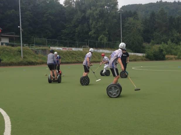 Die letzten Sonntage wurde vor Ort auf dem Sportplatz in Hückeswagen trainiert (Quelle: PFLITSCH GmbH & Co. KG)