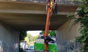 Marienheide: Brücke durch LKW-Kran beschädigt