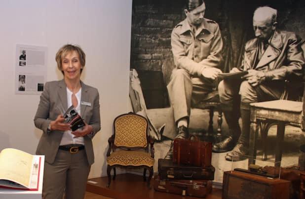 """Museumsdirektor Dr. Gudrun Sievers-Flägel führte durch die Jubiläumsausstellung """"Beethoven. Evakuiert!"""" (Foto: OBK)."""