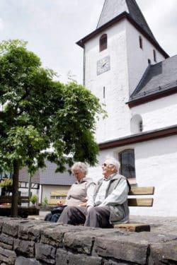 Die richtige Pflege erhält die Lebensqualität im Alter. (Foto: OBK)