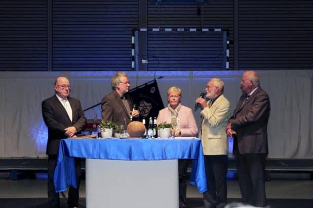 v.l.n.r: Bürgermeister Wilfried Holberg, Michael Zwinge, Christel Blum, Gustav Kleinjung, Dieter Kuxdorf, Foto: Sven Oliver Rüsche