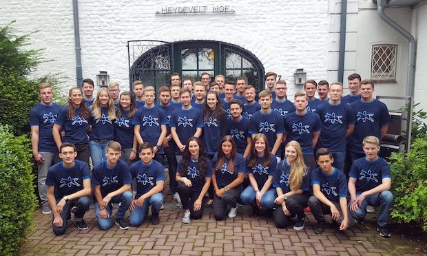Photo of 20 junge Menschen setzen wieder auf`s richtige PFERD