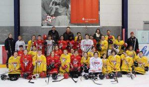 Schüler der Realschule Lindlar zum Eishockeytraining bei den Kölner Haien