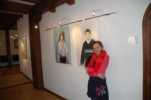 Photo of Hückeswagen: Portraits im Flur des Schlosses