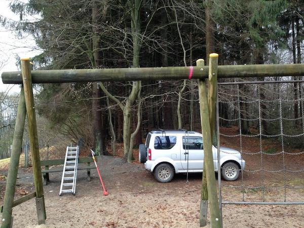 Klettergerüst Aus Reifen : Gummersbach sachbeschädigung auf spielplatz klettergerüst angesägt