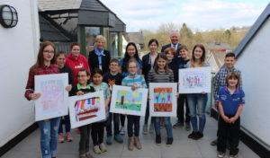 Bilder über Freundschaft: Volksbank Wipperfürth-Lindlar zeichnet Ortssieger des 47. Jugendwettbewerbs aus