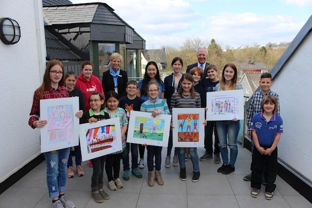 Bild von Bilder über Freundschaft: Volksbank Wipperfürth-Lindlar zeichnet Ortssieger des 47. Jugendwettbewerbs aus