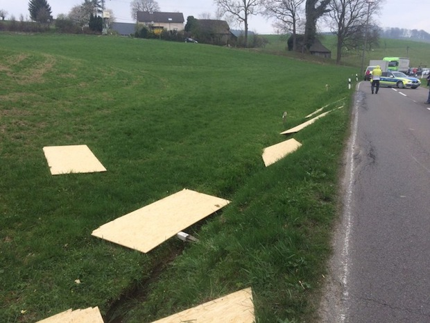 Photo of Lindlar: Unfall durch verrutschte Ladung