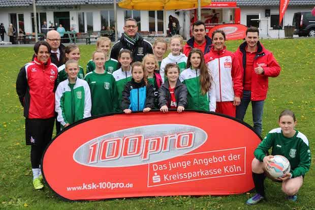 Photo of Fußballspielerinnen des 1. FC Köln trainieren die D-Juniorinnen des TSV Ründeroth