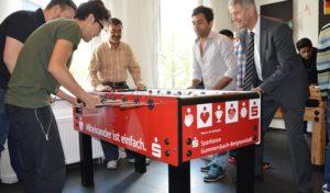 Sparkassen-Kickertisch für den Kulturmixx der Sozialstiftung Oberberg