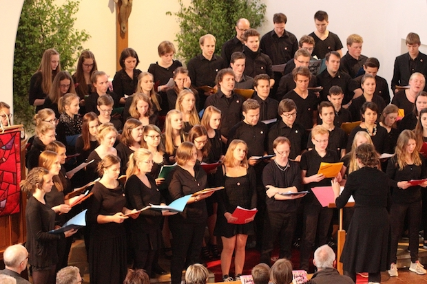 Photo of Radevormwald: Jugendchorkonzert am Pfingstmontag folgt musizierend dem narrativen Feuer des Pfingstgeschehens