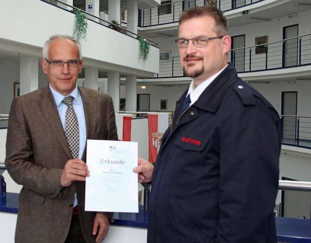 Photo of Der Oberbergische Kreis gratuliert Andreas Beckmann zum 25-jährigen Dienstjubiläum