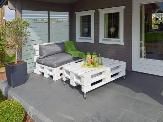 alles paletti genial einfach kreative gartenm bel aus paletten bauen. Black Bedroom Furniture Sets. Home Design Ideas
