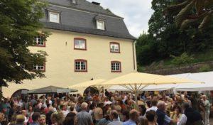 Stimmungsvoller Abend bei Wein und Musik rund um die Bielsteiner Burg