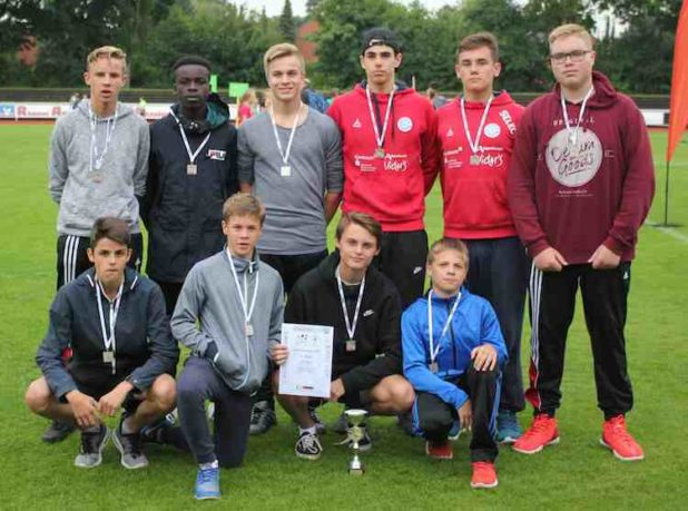 Die Leichtathletikmannschaft der Wettkampfklasse III Jungen der Gesamtschule Marienheide