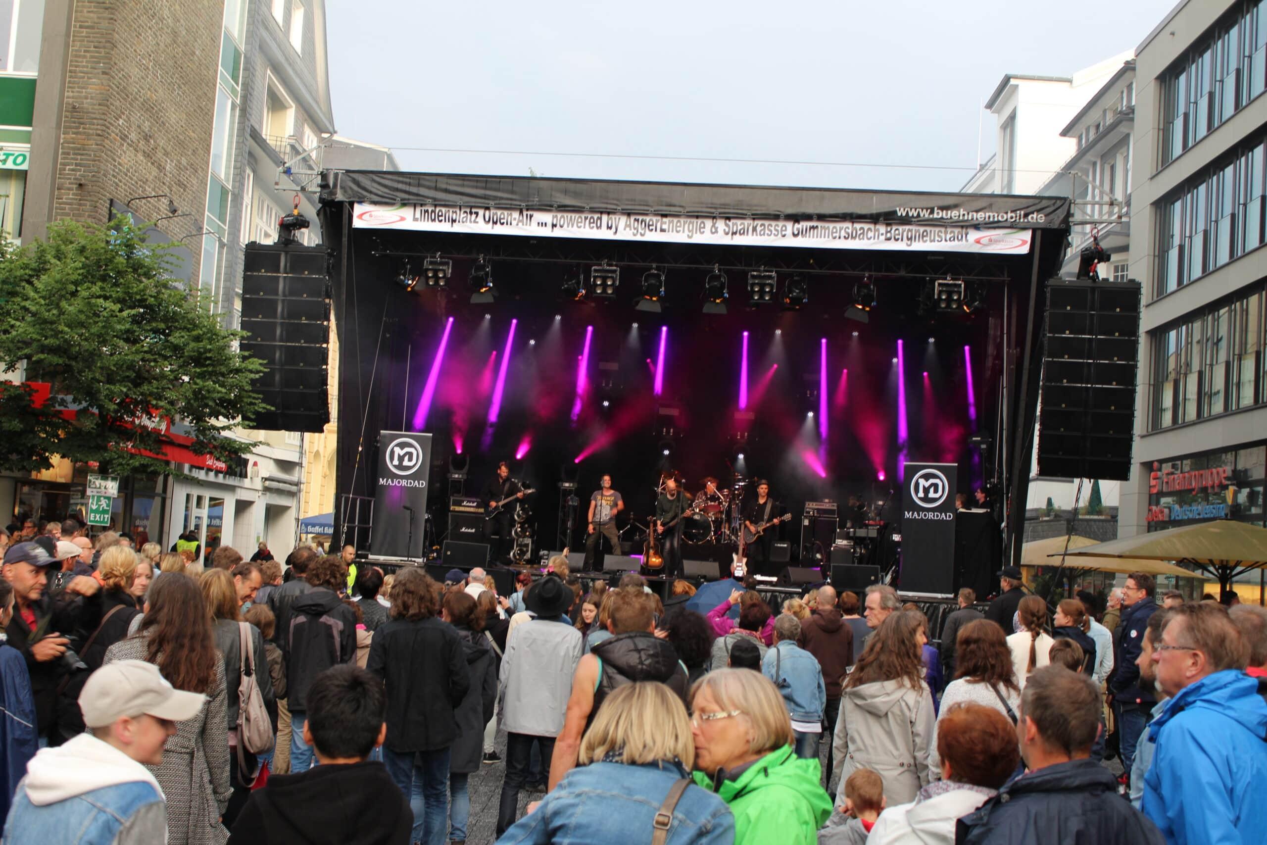 Ab 20 Uhr besserte sich das Wetter beim Lindenplatz Open Air in Gummersbach.