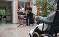 Die Brüder Selmo und Jona Schmandt musizierten im Hospiz