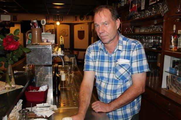 Denklinger Hof Wirt Dietmar Sachs ist schwer von SPD Ratsherren Andreas Horath enttäuscht.