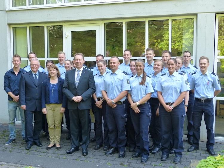 Photo of Landrat Jochen Hagt begrüßt neue Polizistinnen und Polizisten im Oberbergischen