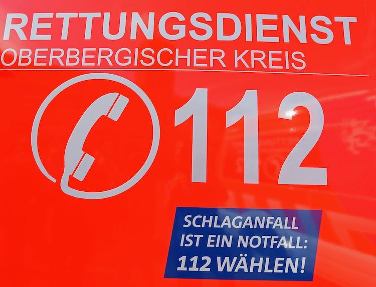 Photo of Rettungswagen des Kreises werben für Notruf 112 bei Schlaganfall