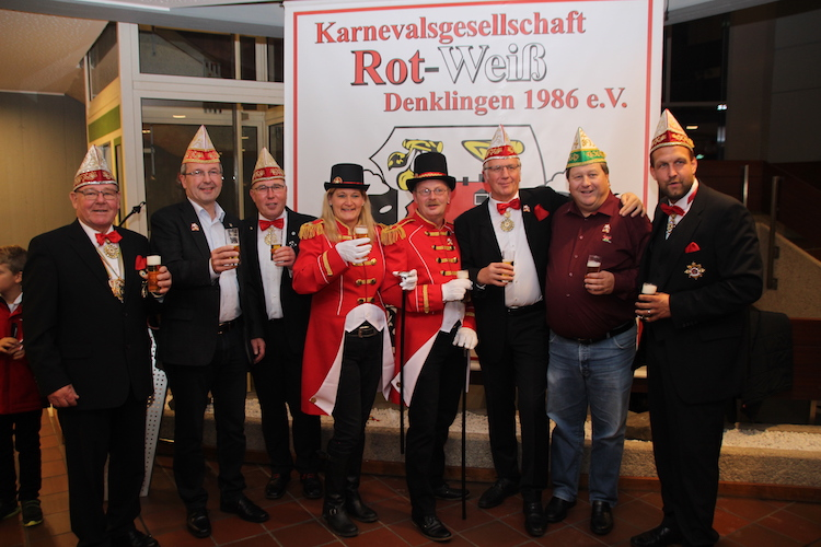 Photo of Die Jecken der KG Rot-Weiß Denklingen starten in die neue Session