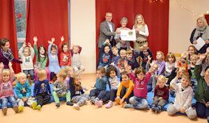 Eine Rutsche für die Johanniter-Kindertagesstätte in Osberghausen